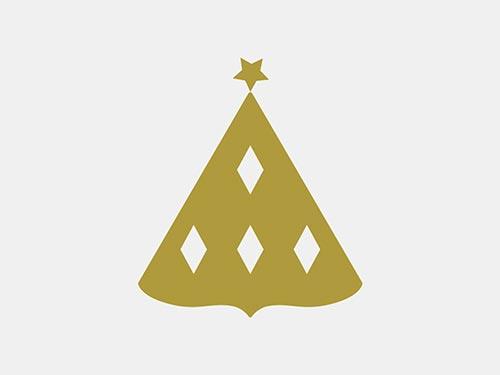 Icon mit Druckveredelung. Sie sehen unser Icondesign mit Druckveredelung. Von einem Businessclub wurden wir für die Gestaltung ihrer Einladungskarte zum festlichen Weihnachtsdinner beauftragt. Wir konstruierten ein Icon, das den Weihnachtsbaum visualisierte und zum Key Visual für die 4-seitige Klappkarte wurde. Unserem Kunden gefiel unser Vorschlag, dieses schlichte Symbol in der Drucktechnik einer Heißfoligenprägung zu realisieren. Mit der Prägung der Folie in glänzendem Gold auf dunkelgrünem Hintergrund konnten wir der klassisch konventionellen Vorstellung unseres Kundens entsprechen. Das Icon entfaltete in dieser druckveredelten Ausführung einen weihnachtlichen Glanz und kommunizierte den visuellen Vorgeschmack auf dieses festliche Weihnachtsessen. Es gibt eine Fülle von exklusiven Drucktechniken, die Printprodukte zu kleinen Kunstwerken im Alltag werden lassen. UV-Lack, Reliefdruck, Blindprägung, Letterpress, Farbschnitt, Sonderfarben, die Wahl edler Papiere – Druckveredelungen verleihen Printmedien eine elegante Aura. Gerne verleihen wir auch Ihrer Einladungskarte einen besonderen Glanz. Für ein unverbindliches Beratungsgespräch sind wir unter Tel. +49 172 890 84 90 gerne für Sie da.