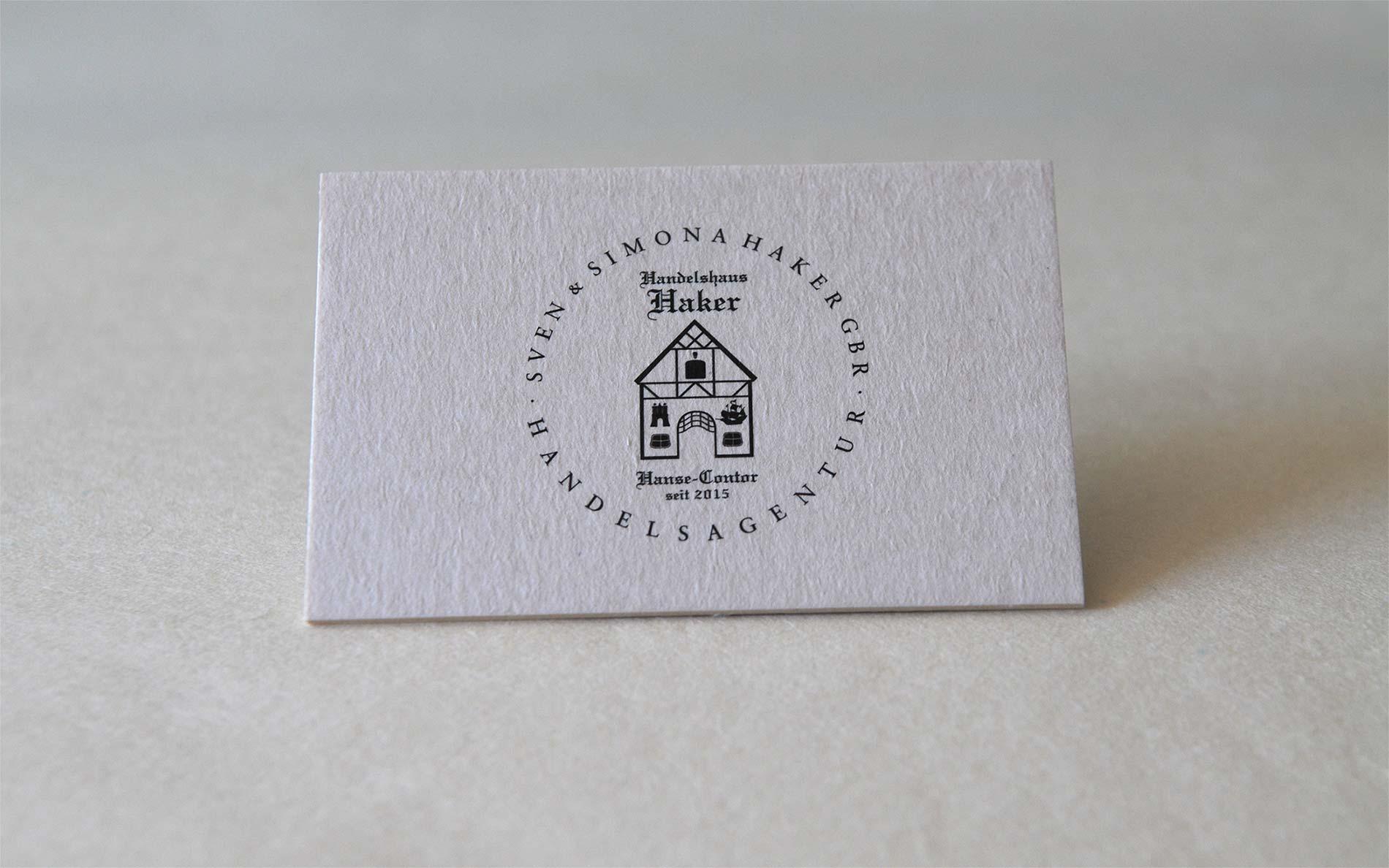 Logodesign-Handel – für das Handeshaus Sven & Simona Haker GBR. Sie sehen ein Logo für ein Handelshaus, das in der Ästhetik die Wertigkeit eines gewachsenen Unternehmens vermitteln möchte.