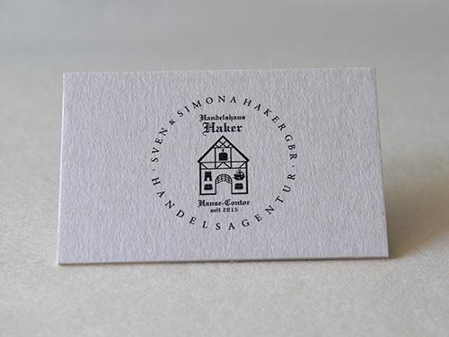 Logodesign-Handelshaus – für das Handelshaus Sven & Simona Haker GBR. Sie sehen ein Logo für ein Handelshaus, das in der Ästhetik die Wertigkeit eines gewachsenen Unternehmens vermitteln möchte.