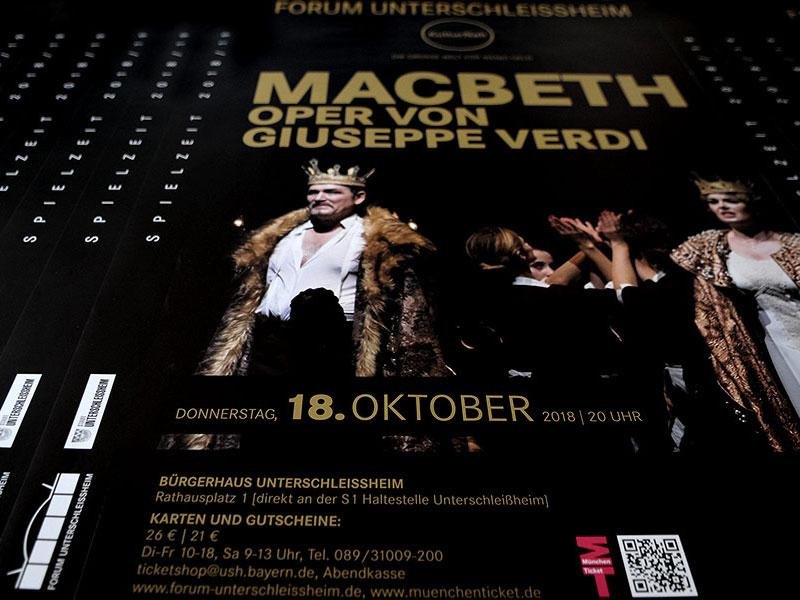 Spielzeitdesign. Sie sehen hier das Erscheinungsbild der Spielzeit 2018/19 mit Macbeth, der Oper von Giuseppe Verdi,
