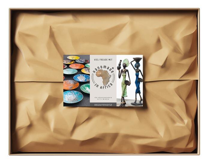 Markenauftritt Webshop – Sie sehen das Markenlogo für das Online Unternehmen »Handmade in Africa«. Wir gestalteten dafür das Erscheinungsbild. Hier sehen Sie das Paketband.